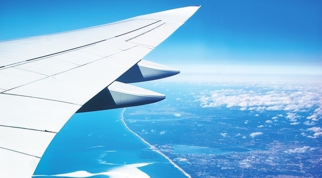 avion turismo unsplash