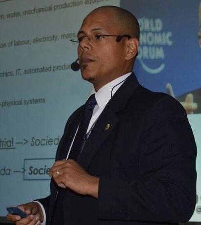 Economista Aaron Olmos habla sobre dolarización en Venezuela