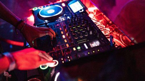 DJ-unsplash