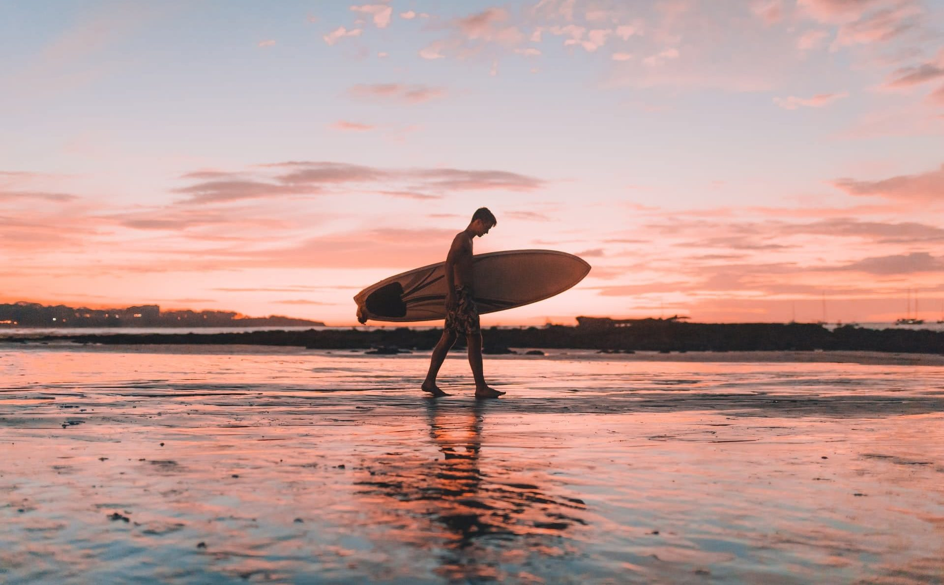 surfista-el-salvador-unsplash